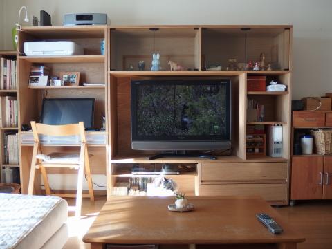 以前の家具より、白い壁の部分が覆われるので、
